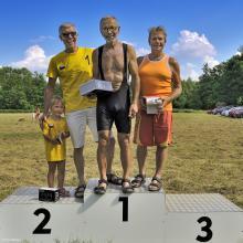 Kategorie nad 60 let: 1. Pavlíček, 2. Dlouhý, 3. Dále